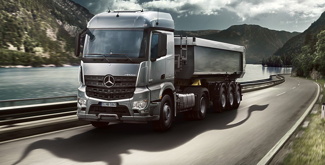 gros camion Mercedes auvity